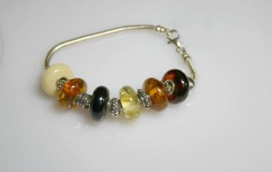 Bracelet with amber 02/67